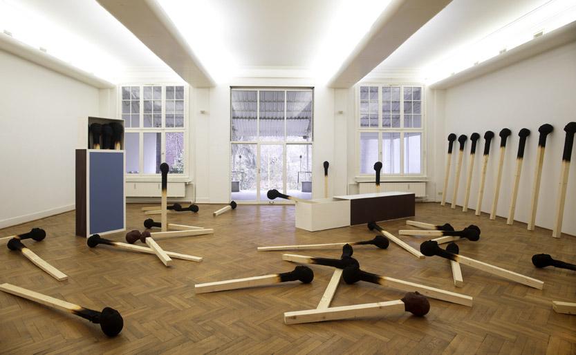 Matchstickmen Installationsaufbau 2010 Material : Holz. Hartschaum, Acrylfarbe - Wolfgang Stiller