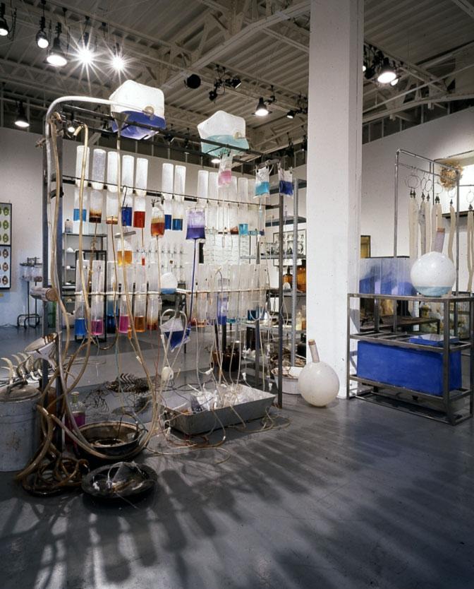 wieviel Grad hat Blau - 1993, Mixed Media, Installationsaufbau Röntgen-Kunstinstitut, Tokyo - Wolfgang Stiller