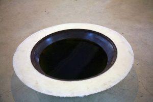 Schneeschmelze (2008) material: Schaumstoff, Metall, eingefärbtes Wasser, Gluehbirnen Maße ca. 110 cm - Wolfgang Stiller