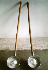 melting twins, 2000, Wachs, Aluminiumkellen, Holz, jeweils 150 x 20 x 15cm - Wolfgang Stiller